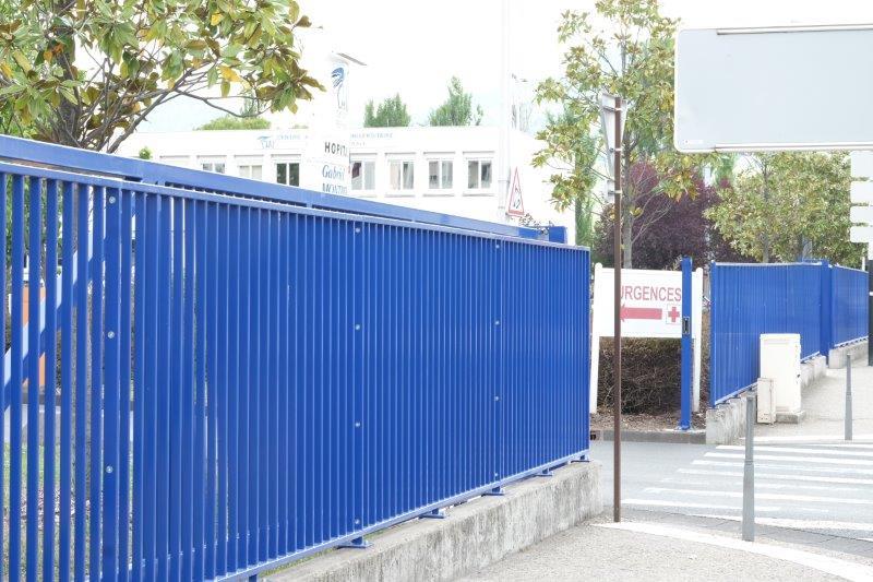 Grilles de sécurité installées à l'hôpital Gabriel-Montpied